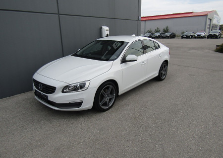 Volvo S60 D4 Momentum Geartronic bei BM || L-E-B in