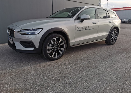 Volvo V60 Cross Country D4 AWD Cross Country Geartronic bei BM || L-E-B in