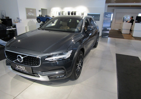 Volvo V90 Cross Country Pro D4 AWD Geartronic bei BM || L-E-B in